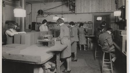 Plate labelling at Ilford limited c.1960. Copyright Redbridge Borough Council Archive