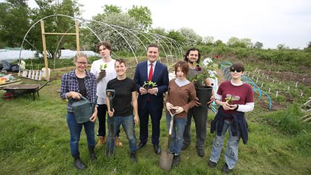 MP Wes Streeting visited the Audacious Veg project at Forest Farm Peace Garden. Jyoti Peart, Jourdan