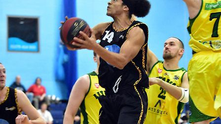 Shaq Lewis in action for Essex Leopards against London Lituanica (pic Paul Phillips)