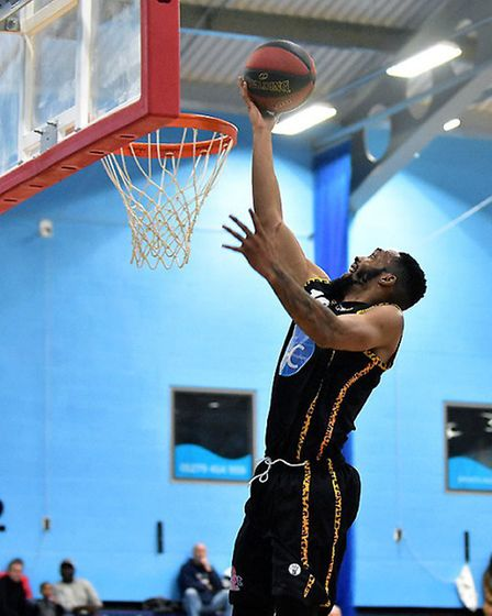 Darrell Bethune attacks the basket for Essex Leopards (pic Paul Phillips)