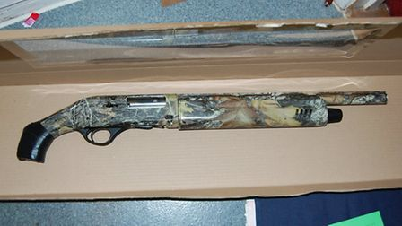 One of the guns seized by police (Pic: Twitter@MPSNewham)