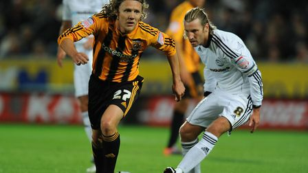 Hull City's Jimmy Bullard (L) and Derby County's Robbie Savage (R) battle for the ball