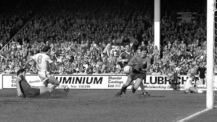 Stuart Pearson equalises for West Ham United in the FA Cup semi-final with Everton at Birmingham's V