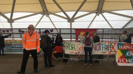 Members of the Avenue Parents Group gathered to protest. Picture: Rhiannon Long