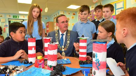 Lowestoft mayor Stephen Ardley visits the youngsters at Woods Loke primary school to see a project b