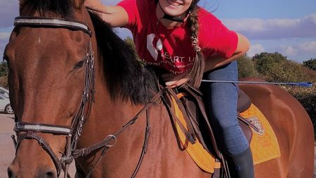 Becky Wingett will be her horse Bertie a total of 100 miles in memory to raise funds for Heart UK th