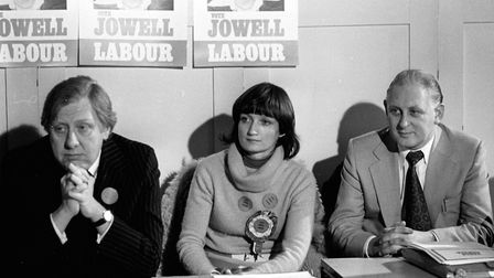 (l-r) Roy Hattersley, Secretary of State for Prices and Consumer Protection, Tessa Jowell, the Labou