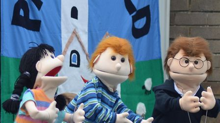 The Pakefield puppets perform.