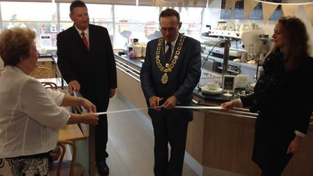 Mayor Stephen Ardley opens Palmers Resturant and Coffee Shop- Top Deck