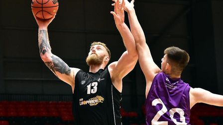 Essex Leopards Lee Hodges in action against Loughborough Riders (Pic: Dave Ryan)
