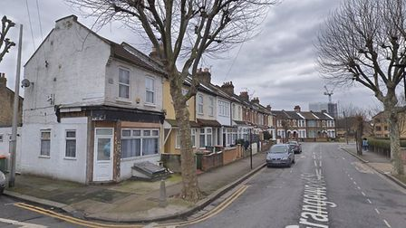 A masked man stole a Toyota Prius's catalytic converter in Grangewood Street, East Ham in broad dayl