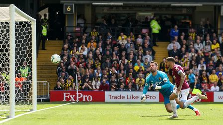 West Ham United's Manuel Lanzini scores his side's second goal of the game during the Premier League