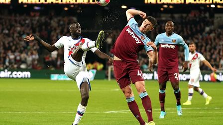 West Ham United's Declan Rice (right) and Crystal Palace's Cheikhou Kouyate battle for the ball duri