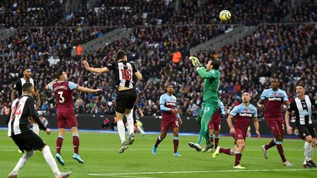 Newcastle United's Federico Fernandez (centre) scores his side's second goal of the gameduring the P