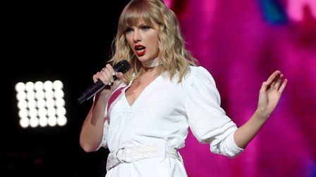 Taylor Swift has donated �23,000 to an aspiring student who is fundraising to help pay for her unive