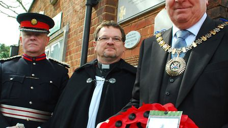 Martin Russell (left) unveiled the plaque with Mayor of Barnet Cllr Brian Schama (right) during a se