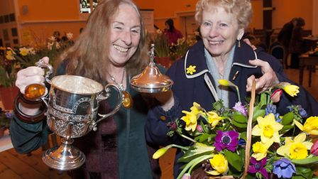Susna Bennett presents Bush Halsey Challenge Cup to Marion Wilton at Highgate Horticultural Society