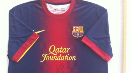 The shirt signed by Messi