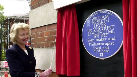 Jane Heber-Percy, granddaughter of Viscount Leverhulme, unveils the blue plaque at Inverforth House