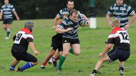 Hendon captain Gerry O'Donaghue (centre) was a try-scorer for his side. Pics: Paolo Minoli