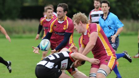 Jordan Wood (right) flicks the ball inside to Dronal Droney for Hampstead's try against Harpenden. P
