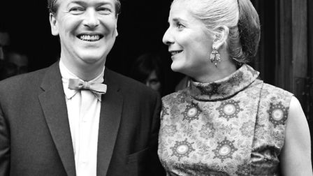 Elizabeth Howard with her third husband, the noveslist Kingsley Amis, after their marriage in 1965.