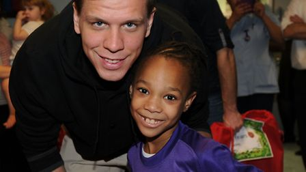 Arsenal goalkeeper Wojciech Szczesny with one of the sick children on the ward. Picture: Arsenal FC