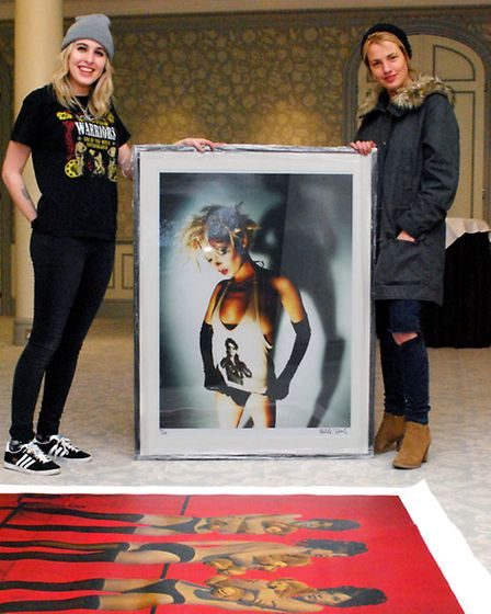 Rachel Howlett and Gabrielle du Plooy from the Zebra One Gallery in the River Room at the Savoy Hote
