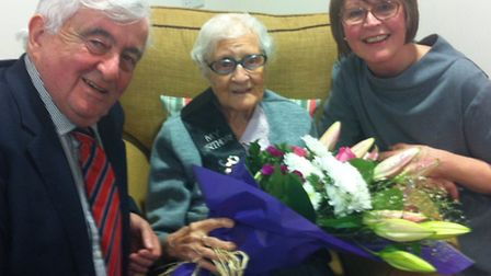 Florence Scott (centre) with her daughter Jenny Beal (right) and Alun Thomas, chairman of Shaw healt