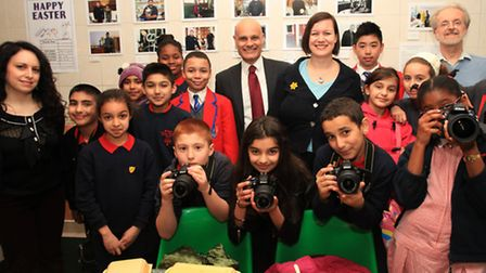 Berger Primary schoolchildren launch the Well Street E9 photographic project with MP Meg Hillier and