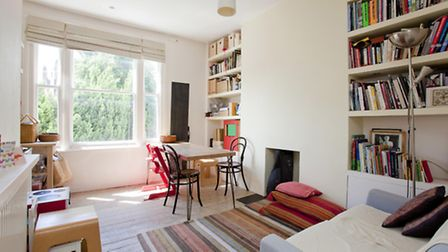 Two bedroom flat in Gospel Oak, NW5. Available through Property Divas for �375 per week