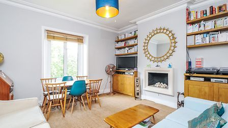 Two bedroom flat in Parliament Hill, NW5. Available for rent through Anscombe and Ringland for �450