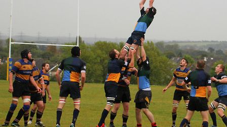 Hackney win a lineout against Upminster. Pic: Alex Fisher