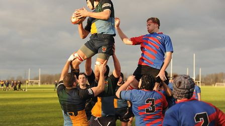 Hackney's Ben Chamberlain claims the ball at the line-out. Pic: Paolo Minoli