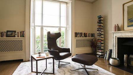 Library in the St John's Wood rental property