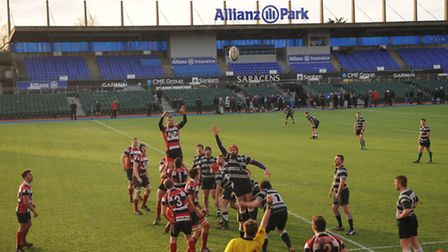 Hendon are beaten at the line-out. Pic: Paolo Minoli