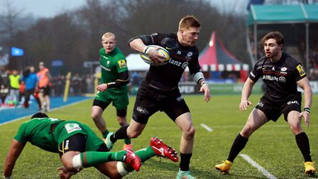 Saracens' David Strettle steps inside the tackle of Ofisa Treviranus to score his second try against
