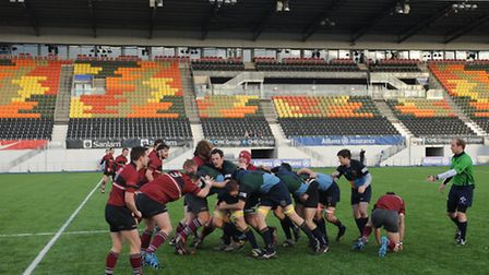 UCS (in red) endeavour to stop Hackney's driving maul at Allianz Park. Pic: Paolo Minoli