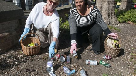 Linda Grove & Cllr Leila Roy campaign to clear rubbish outside Royal Free