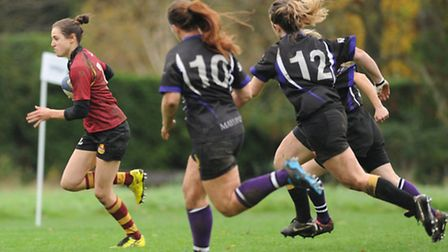 Hampstead's Lilly Hunt (left) heads for the try-line. Pic: Paolo Minoli