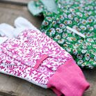 These soft, floral patterned gloves will bring a splash of style to winter gardening. Suede gardenin