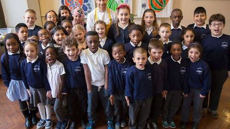 Michelin starred Tom's Kitchen chef Tom Aikens visited Stamford Hill Primary School