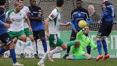 Wingate & Finchley goalkeeper Jack Metcalfe in action against Bognor Regis Town on Saturday. Pic: Ma
