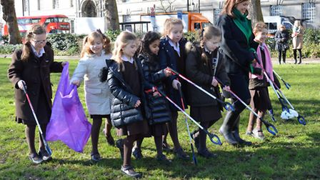 Channing pupils and Kirstie Allsopp clean for the Queen