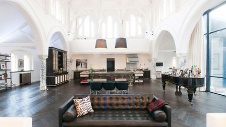 The reception area (Pic: Foxtons)