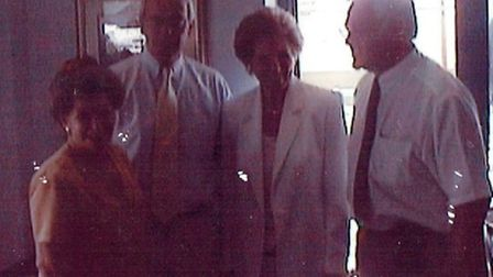 Edmond Fenton (right) and Willemijntje Fenton-Bijleveld (left) pictured with former prime minister S
