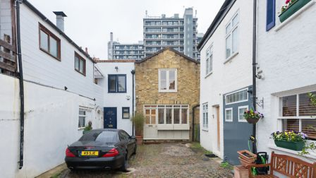 Maryon Mews, Hampstead, NW3, �485 pw