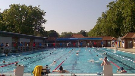 London Fields Lido has new extended opening hours