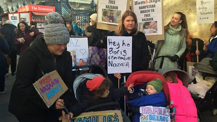 Hampstead mums and children set off from Green Park