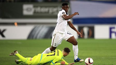 Tottenham Hotspur's Victor Wanyama (right) and Gent's Danijel Milicevic battle for the ball (pic: A